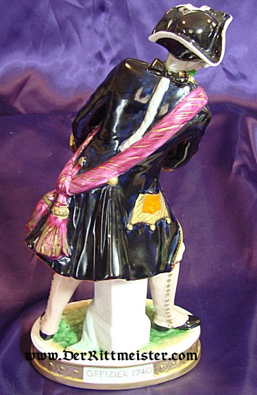 PORCELAIN FIGURINE - PRUSSIAN OFFICER CA. 1740 - Imperial German Military Antiques Sale