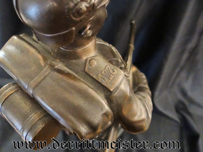 PICKELHAUBE-WEARING SOLDIER'S STATUE - OFFICER'S GIFT FROM INFANTERIE-REGIMENT Nr 127 - WÜRTTEMBERG - Imperial German Military Antiques Sale