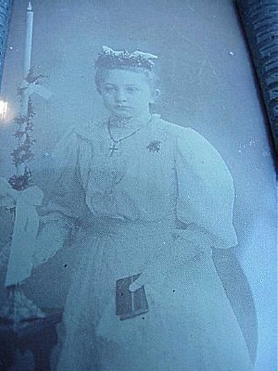 FRAMED PHOTOGRAPH OF A YOUNG GIRL - Imperial German Military Antiques Sale