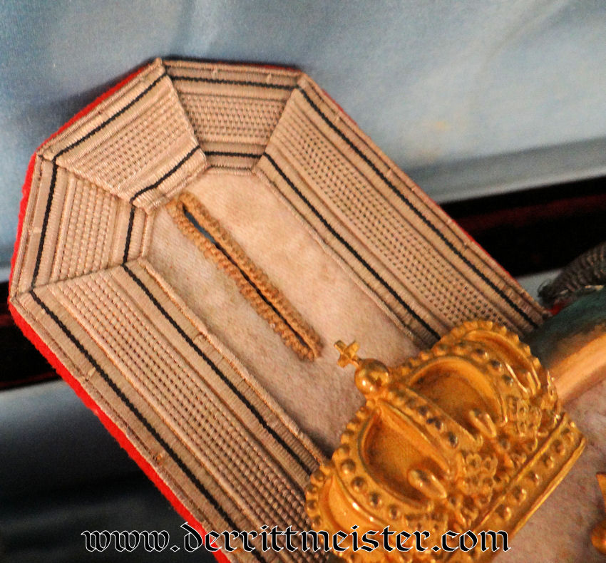 PAIR OF OBERST EPAULETTES IN A DELUXE PRESENTATION CASE TO THE FIRST COMMANDER OF FÜSILIER-REGIMENT Nr 86 - KAISERIN AUGUSTE VIKTORIA GIFT - Imperial German Military Antiques Sale