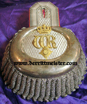 PAIR OF EPAULETTES TO A GENERALLEUTNANT/ADJUTANT TO KAISER WILHELM II IN THE ORIGINAL STORAGE BOX - Imperial German Military Antiques Sale