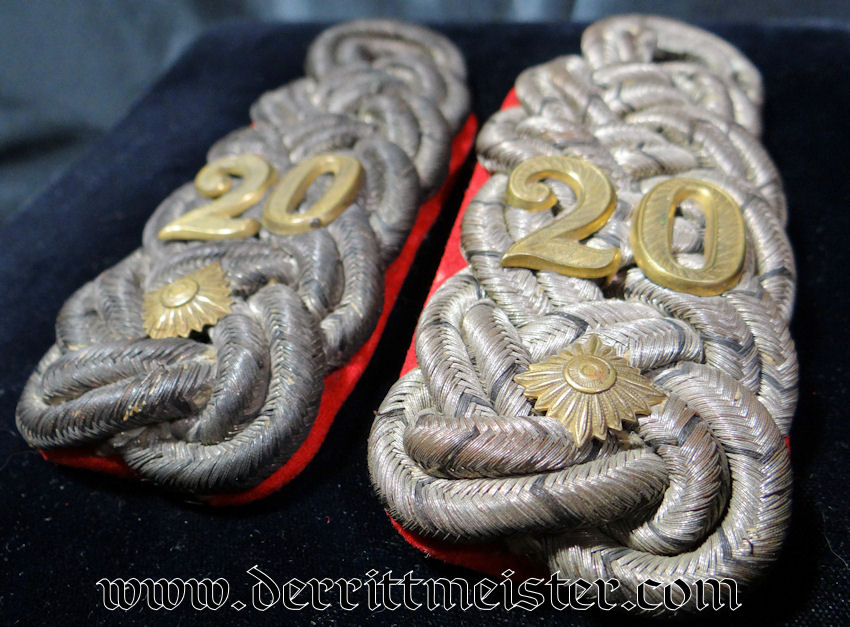 PAIR OF SHOULDER BOARDS FOR AN OBERST IN INFANTERIE-REGIMENT Nr 20 - PRUSSIA - Imperial German Military Antiques Sale