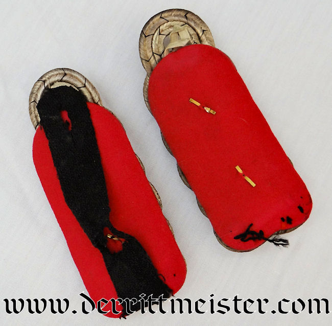 PAIR OF OBERST SHOULDER BOARDS FROM THE WAR MINISTRY - Imperial German Military Antiques Sale