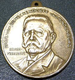 VETERAN'S MEDAL SALUTING GENERALFELDMARSCHALL PAUL von HINDENBURG - Imperial German Military Antiques Sale