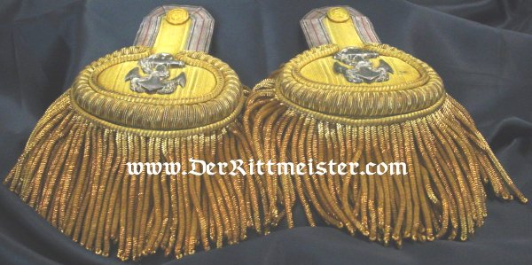 PAIR OF EPAULETTES FOR OBERLEUTNANT zur SEE OF THE KAISERLICHE MARINE IN THE ORIGINAL STORAGE BOX - Imperial German Military Antiques Sale