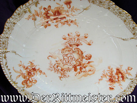 DINNER PLATE FROM THE PERSONAL SERVICE OF KAISER WILHELM II - Imperial German Military Antiques Sale