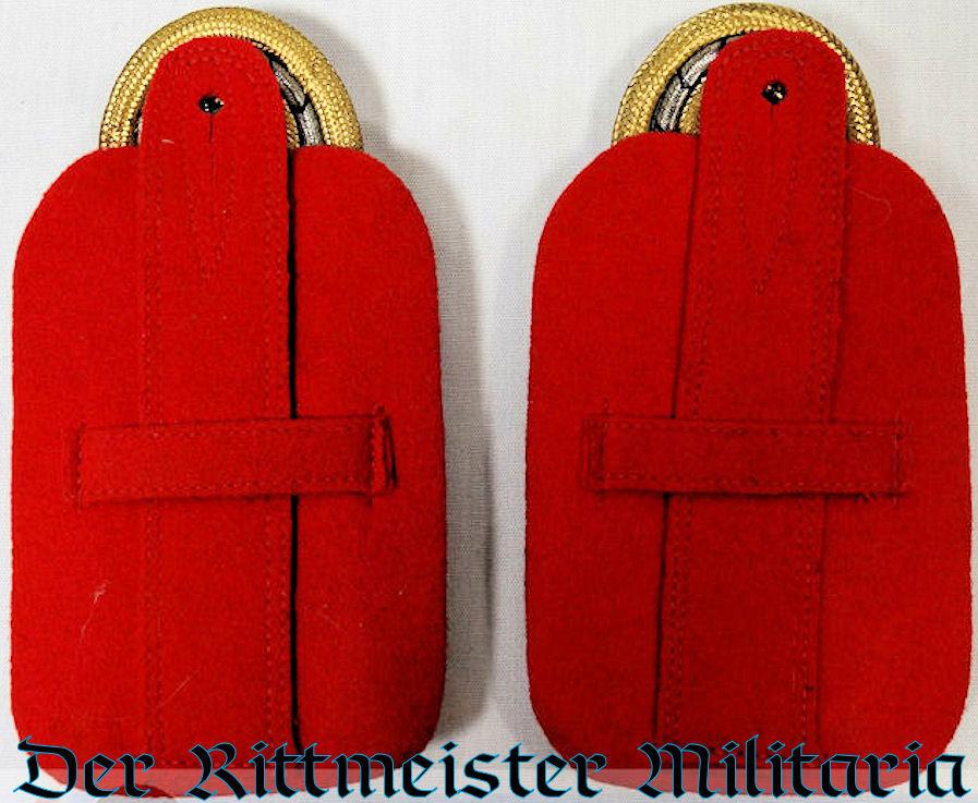 KAISER WILHELM II'S GENERALFELDMARSCHALL SHOULDER BOARDS AS 3. GARDE-ULANEN-REGIMENT'S REGIMENTAL CHEF - Imperial German Military Antiques Sale