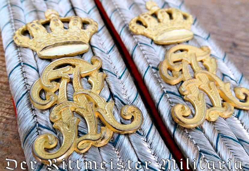 LEUTNANT SERVING AS SAXON KÖNIG'S FLÜGELADJUTANT SHOULDER BOARDS - Imperial German Military Antiques Sale