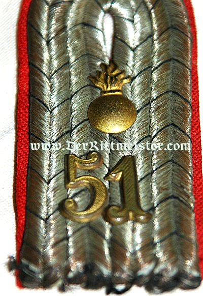 PAIR OF SHOULDER BOARDS FOR A LEUTNANT IN ARTILLERIE-REGIMENT Nr 51 - PRUSSIA - Imperial German Military Antiques Sale