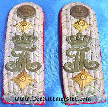 PAIR OF SHOULDER BOARDS FOR A HAUPTMANN - INFANTERIE-REGIMENT Nr 104 - SAX0NY - Imperial German Military Antiques Sale