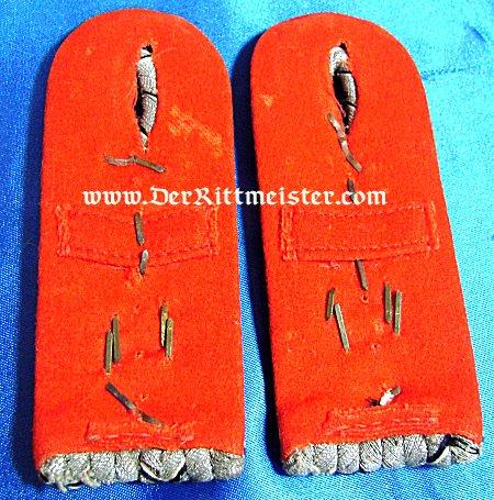 PAIR OF SHOULDER BOARDS FOR A HAUPTMANN - FELDARTILLERIE REGIMENT Nr 14 - BADEN - Imperial German Military Antiques Sale