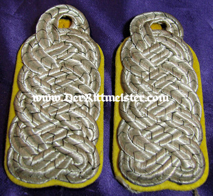 PAIR OF SHOULDER BOARDS FOR A MAJOR - Kavallerie REGIMENT - Imperial German Military Antiques Sale
