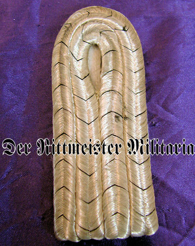 PAIR OF LEUTNANT SHOULDER BOARDS - 5. GARDE-REGIMENT zu FUß - PRUSSIA - Imperial German Military Antiques Sale