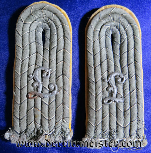 PAIR OF ARMY LUFTSCHIFFER Bataillon LEUTNANT SHOULDER BOARDS - PRUSSIA - Imperial German Military Antiques Sale