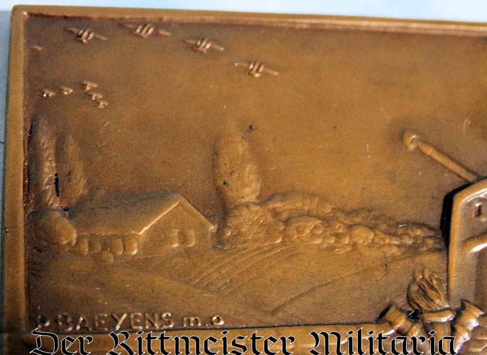 TABLE MEDAL - WW II ERA   - FEATURING ANTIAIRCRAFT CANNONS FIRING AT AIRPLANES - Imperial German Military Antiques Sale