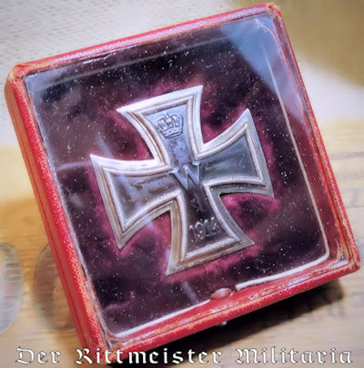 IRON CROSS - 1ST CLASS - 1914 - VAULTED .800 SILVER HALLMARKED WITH GLASS-COVERED PRESENTATION CASE. - Imperial German Military Antiques Sale