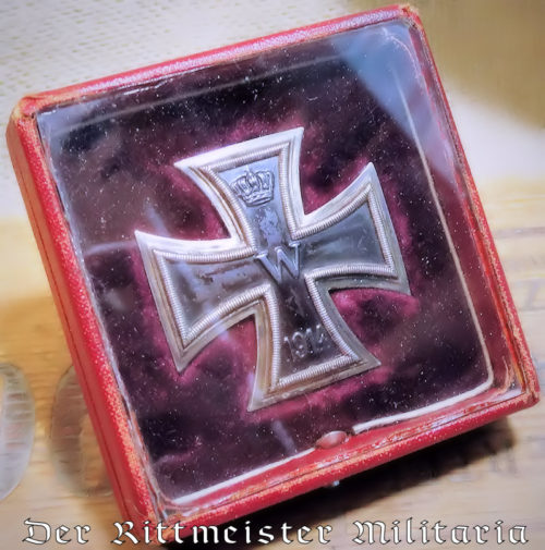 IRON CROSS - 1ST CLASS - 1914 - VAULTED .800 SILVER HALLMARKED WITH GLASS-COVERED PRESENTATION CASE - Imperial German Military Antiques Sale