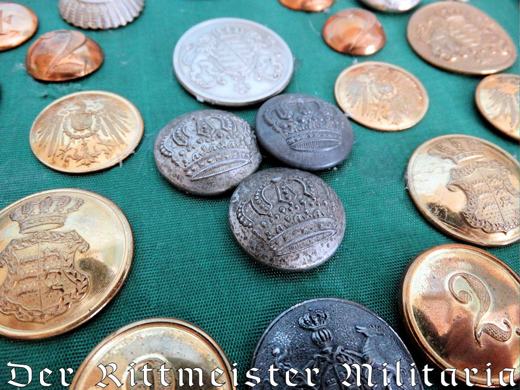 UNIFORM BUTTONS - DISPLAY OF VARIOUS STATE COLLAR AND UNIFORM BUTTONS - Imperial German Military Antiques Sale