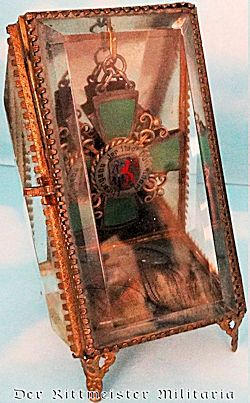 TRIANGULAR-SIDED GLASS DISPLAY CASE FOR JEWELRY OR OTHER HISTORICAL ARTIFACTS - Imperial German Military Antiques Sale
