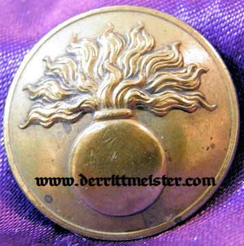 ARTILLERIE TUNIC BUTTON - FRANCE - Imperial German Military Antiques Sale