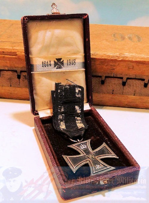 IRON CROSS - 2nd CLASS - 1914 - PRIVATELY-PURCHASED - ORIGINAL PRESENTATION CASE - Imperial German Military Antiques Sale